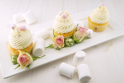 Delicious looking vanilla and marshmallow cupcakes